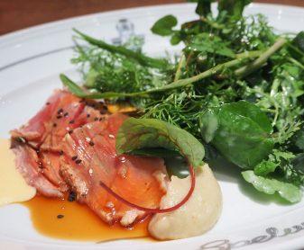 Essen in der Spelunke in Wien